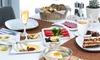 Frühstück mit Kuchen und Prosecco