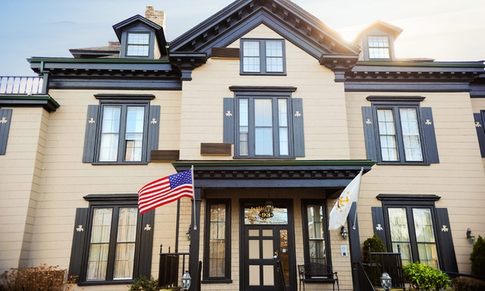 The Carriage House Inn - Middletown, RI: Stay at The Carriage House Inn in Middletown, RI, with Dates into July