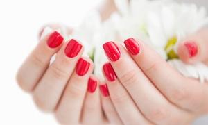 Tresses Et Beauté: Beauté des mains avec pose de vernis normal ou semi-permanent dès 9,90 € à l'institut Tresses Et Beauté