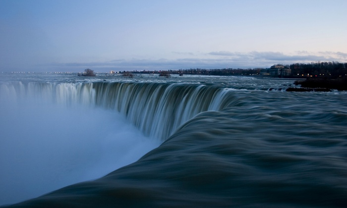 Niagara Falls Getaway with Dining & Wine Tasting