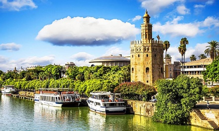 Sevilla: 1 o 2 noches para 2 o 4 personas con botella de vino en Hostal Atenas