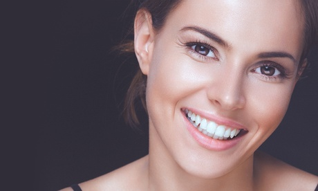 Limpieza bucal y 1 o 2 sesiones de blanqueamiento dental led desde 59,95 €