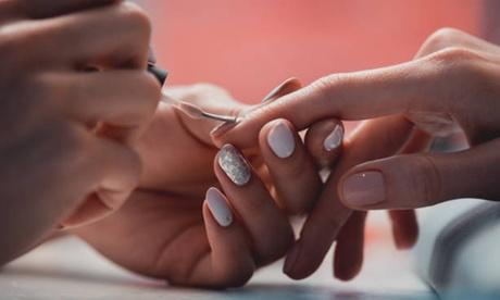 2 sesiones de manicura y/o pedicura con esmaltado normal en Studio 85