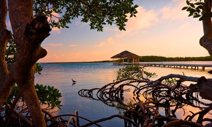 Barefoot Cay Resort - Roatán, Honduras: Seven-Night Stay at Barefoot Cay Resort in Roatán, Honduras