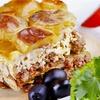 Menu greco con calice di vino