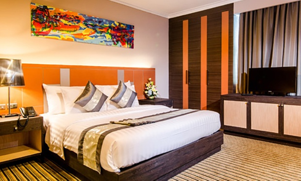 Bangkok: Local 4* Hotel + Jetstar 1