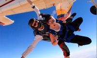 Salto tándem en paracaídas para una o dos personas desde 159 € en Skydive Madrid