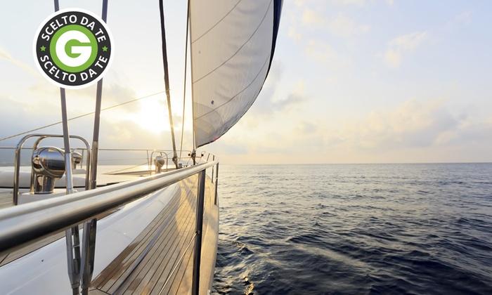 Oversea - Più sedi: Escursione in barca di un giorno o crociera fino a 7 giorni tra l'Argentario e l'Elba da 59,90 €
