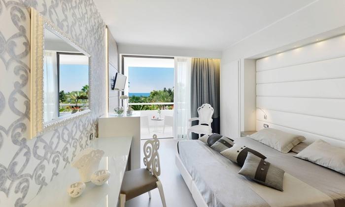Mec paestum hotel a capaccio salerno groupon getaways for Hotel amati riccione prezzi