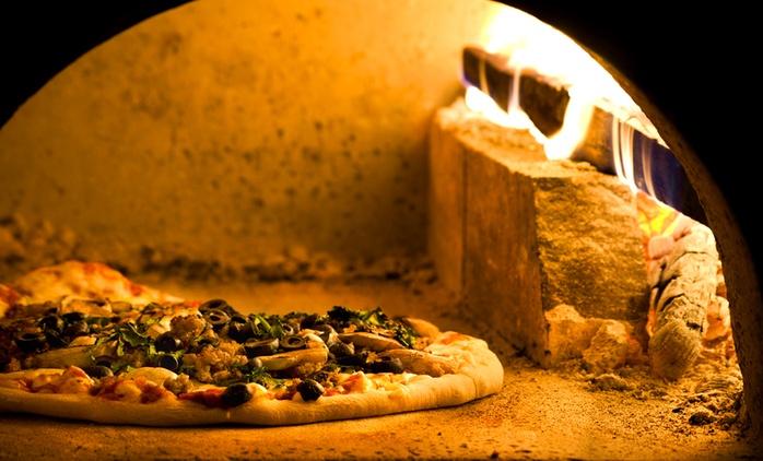 Menu pizza con antipasto, dolce e bibita da 9,90 €