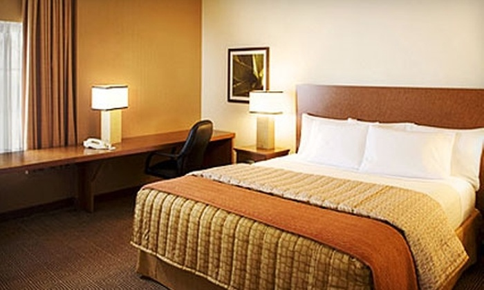 La Quinta Inn & Suites - Ennis: $39 for a One-Night Stay in a Standard Room at La Quinta Inn & Suites in Ennis ($79 Value)