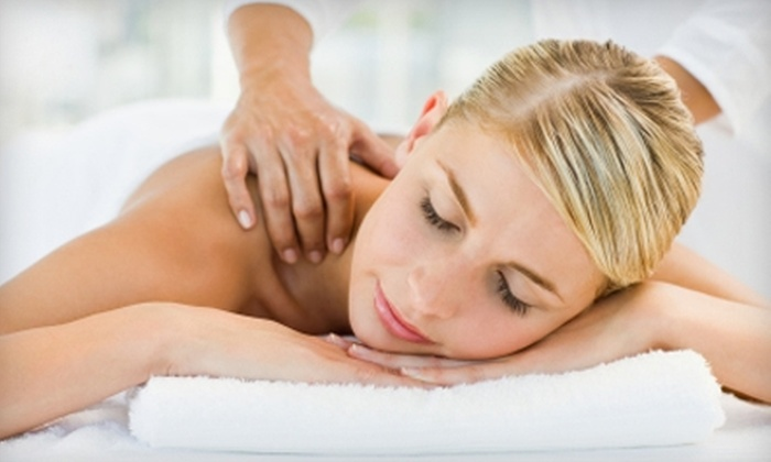 Spinal Decompression Centre - South London: $29 for a Massage, Acupuncture Treatment, and Full Exam at the Spinal Decompression Centre ($205 Value)
