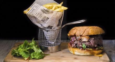 1 burger maison servi avec frites, salade et dessert pour 2 personnes à 23,90 € au Kanon Pub