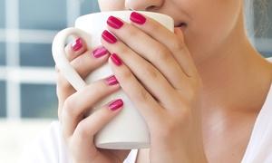 La Belle Bleu centro benessere: 3 o 5 manicure con applicazione di smalto semipermanente da La Belle Bleu (sconto fino a 84%)