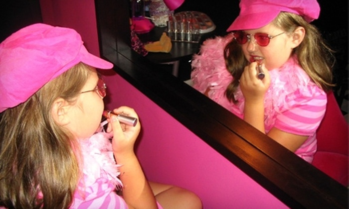The Groovy Pad - Farragut: $25 for a Dance and Dress-Up Party for Up to Five Kids at The Groovy Pad ($50 Value)