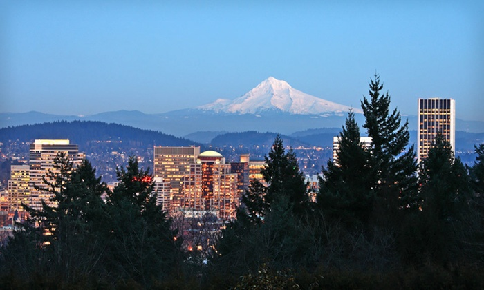 Red Lion Hotel Portland Airport - Portland International Airport: Portland Hotel with Park & Fly Package