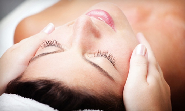 Aesthetic Clinique - Santa Rosa Beach: $67 for a Vitalize Peel from Dr. Steven F. Weiner at Aesthetic Clinique ($135 Value)