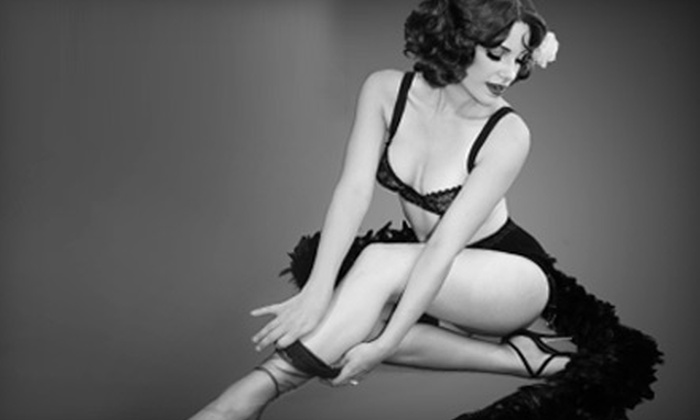 Flash in the Past - Blenman-Elm: $99 for a Vintage-Pinup Photo Shoot at Flash in the Past ($250 Value)