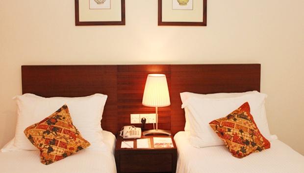 Malacca: Equatorial Hotel + Coach 1