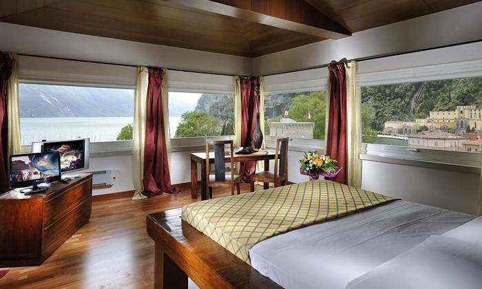 Grand Hotel Riva - Albergo Grand Hotel Riva: Lago di Garda, Grand Hotel Riva 4* - Una notte con aperitivo e ingresso spa a 49 €, più cena a 64 € a persona