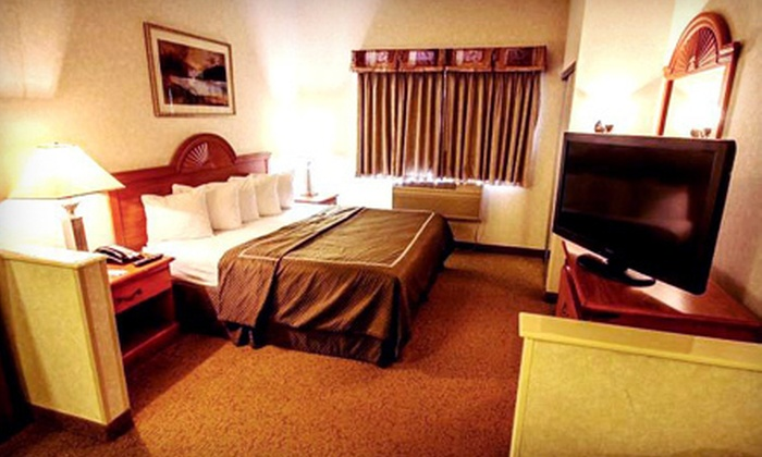 Comfort Suites Schaumburg - Schaumburg, IL: $129 for One Night in a Deluxe King Suite for Two with Pizza and Wine at Comfort Suites Schaumburg ($274 Value)