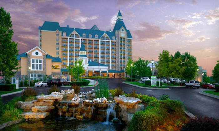 Chateau On The Lake Resort Spa & Convention Centre - Branson, MO: Two-Night Stay with Resort Credit at Chateau on the Lake Resort Spa in Branson, MO