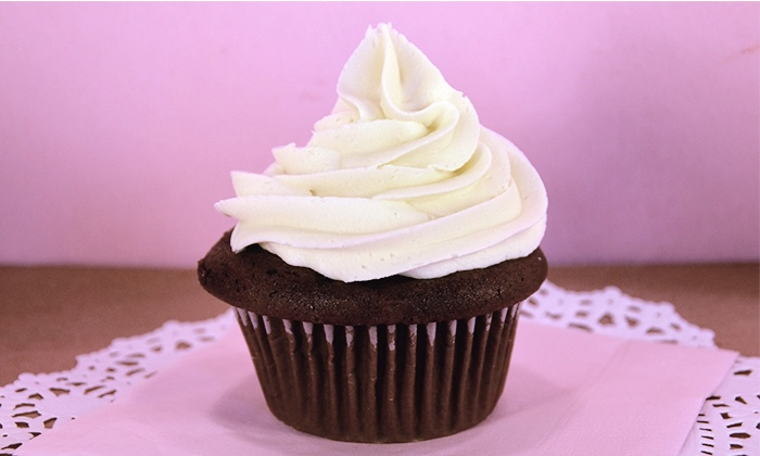 Crumbz Cakery - Hilliard: $9 for Six Traditional-Size Cupcakes at Crumbz Cakery ($18 Value)