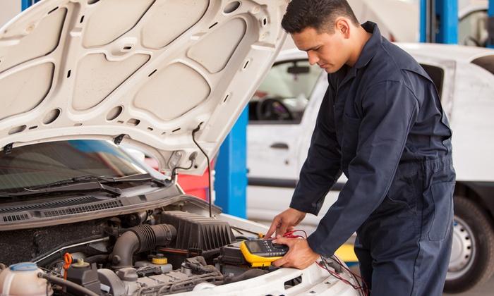 Autofficina Gt2 - Pianiga: Tagliando per auto fino a 2500 cc con cambio olio e 3 filtri da 69,90 €