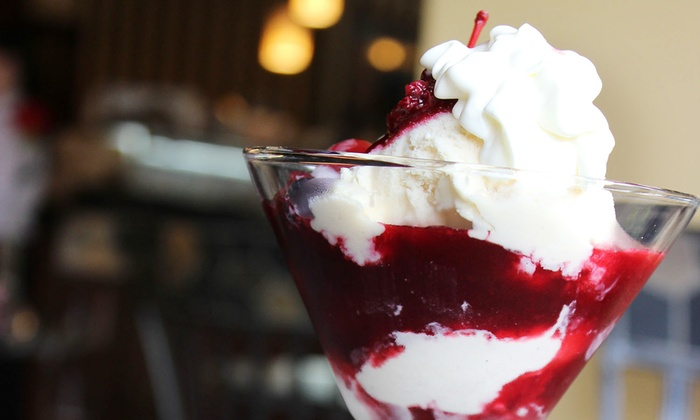 Vienna Ice at Mozart's - Clintonville: $18 for a Gelato-Tasting Experience with Two Sundaes and Two Pints of Gelato at Vienna Ice ($28 Value)