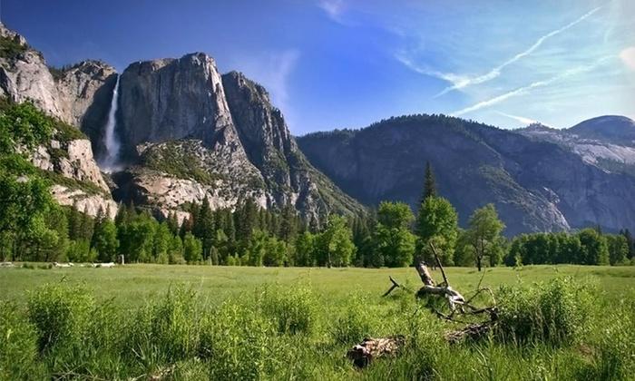 Days Inn - Yosemite Sierra Inn - Oakhurst, CA: Two-Night Stay at Days Inn - Yosemite Sierra Inn in Oakhurst, CA