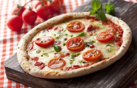 Saporosa Pizzaria: One Large Thin-Crust Pizza at Saporosa Pizzaria (42% Off)