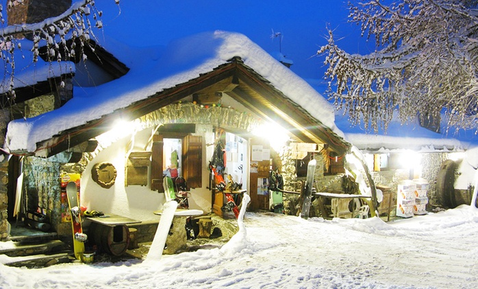 Saint-Pierre, Hotel Notre Maison: fino a 7 notti con colazione o mezza pensione e noleggio attrezzatura da neve per 2