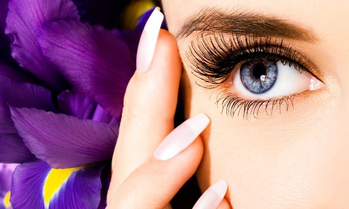 Naturalashes - Metairie: $85 for a Full Set of Eyelash Extensions at Naturalashes ($175 Value)