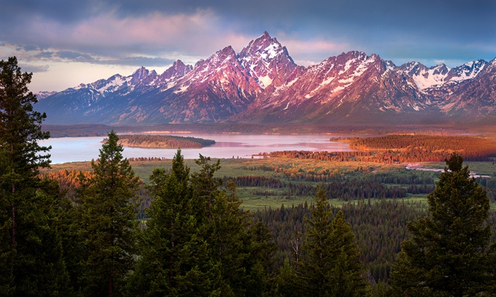 Jackson Lake Lodge - Jackson Hole, WY: Stay at Jackson Lake Lodge in Moran, WY. Dates Available into October.