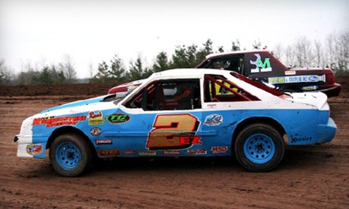 Humberstone Speedway - St Catharines-Niagara: $16 for a General-Admission Family Pass to Stock-Car Races at Humberstone Speedway ($35 Value)