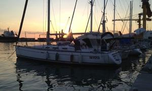 Mure a Dritta: Giornata in barca a vela con aperitivo e lezione di vela per 2 o 4 persone da Mure a Dritta (sconto fino a 68%)