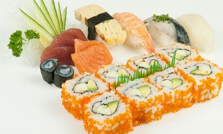 Japonés para dos o cuatro con bandeja de 40 u 80 piezas de sushi para llevar y botella de vino desde 19,95 € en Muntaner Oferta en Groupon
