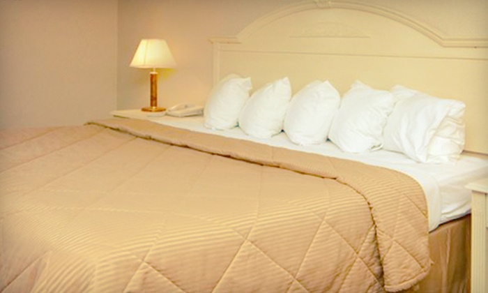 Comfort Inn - East Muskegon: $99 for One-Night Romantic Getaway for Two in King Suite with Whirlpool at Comfort Inn in Muskegon (Up to $209.99 Value)