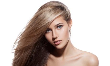 Sesión de peluquería femenina con opción a tinte y/o mechas en Luluzita Beauty and Co (hasta 80% de descuento)