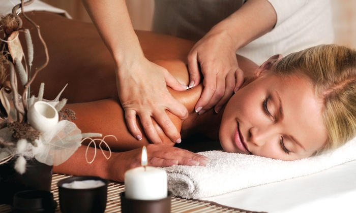 Belle Sante Spa - Saint Clair Shores: 30-Minute Swedish Massage with Aromatherapy or Mini-Facial at Belle Sante Spa (Half Off)