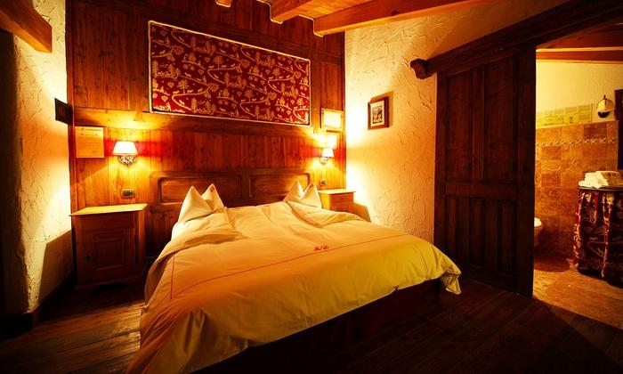 Maison Dominique - Maè: Valle D'Aosta: fino a 7 notti con colazione o mezza pensione e ingresso Terme Monterosa per 2 alla Maison Dominique
