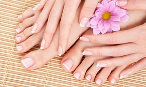 Macroestetica: 3 o 5 sedute di manicure e pedicure con applicazione di smalto semipermanente da Macroestetica (sconto fino a 87%)