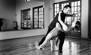 Latinnova Escuela de Bailes: 1 o 2 meses de clases de bailes latinos o de salón desde 12,90 €
