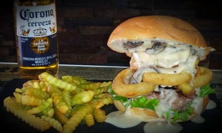Menú para 2 o 4 con entrante, hamburguesa, bebida, café y chupito desde 12,90 € en Café Anaga 3.1