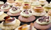 Pralinen-Cupcake-Box mit 25 oder 50 Stück von Gaumenvielfalt (bis zu 50% sparen*)