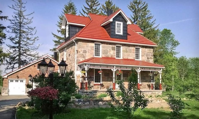 Castleview Inn Bed and Breakfast - Kitchener - Waterloo: One- or Two-Night Stay at Castleview Inn Bed and Breakfast in Barrie, ON