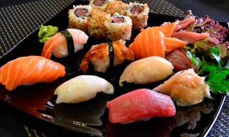 Sakura: menú para tomar o llevar con bandeja de 40 piezas de sushi y bebida para dos o cuatro desde 19,95 €