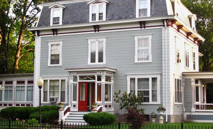 Victorian B&B with Optional Murder Mystery Package in New Hampshire