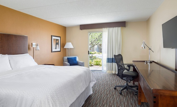 3 Star Top Secret Buffalo Grove Hotel 3 Star Hotel In Chicago Suburbs Groupon Getaways