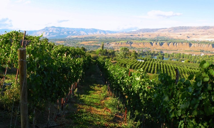 Coast Wenatchee Center Hotel - Wenatchee, WA: 1- or 2-Night Stay for Two with Food-and-Wine Package at the Coast Wenatchee Center Hotel in Wenatchee, WA